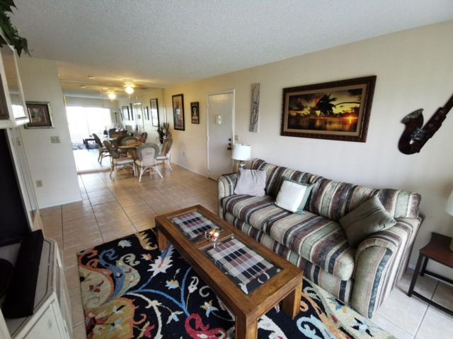 2 BR,  2.00 BTH  Condo style home in Sarasota